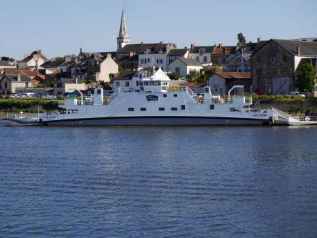 """Bac de Loire """"L'île Dumet"""" assurant la liaison entre le bourg du Pellerin et le Paradis"""