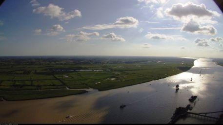 """Parade nautique remontant la Loire, vue de la webcam, lors de l'événement """"Débord de Loire"""" en 2019"""