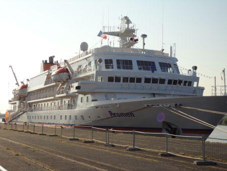 """Navire """"Bremen"""" accosté au terminal croisières, quai Wilson"""