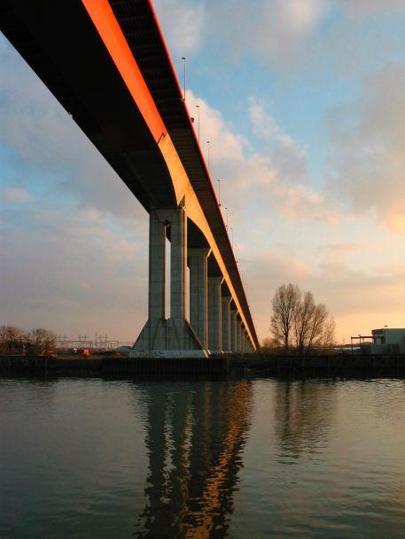 Pont de Cheviré franchissant la Loire à Nantes, entre les terminaux portuaires de Roche-Maurice et Cheviré - RN844